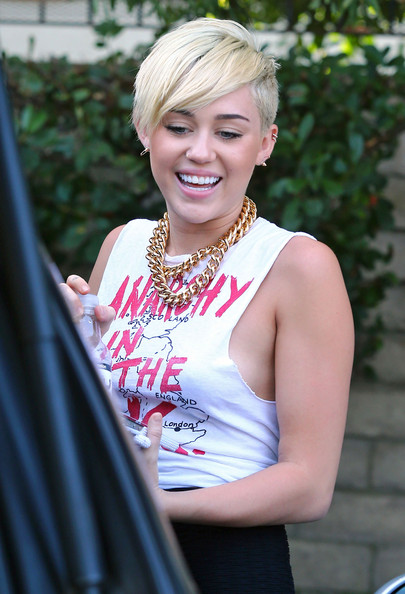 Miley Cyrus Layered Chainlink Necklaces
