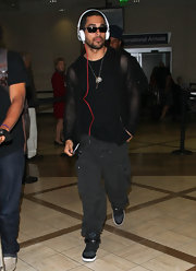 Wilmer Valderama arrived at the LAX in a laid-back ensemble featuring comfy rubber shoes.