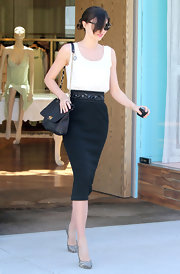 Miranda Kerr shopped in style carrying a black leather Happy Partage chain strap bag.
