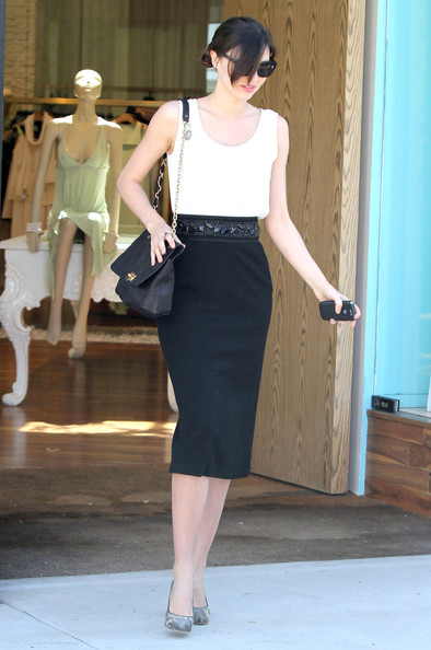 More Pics of Miranda Kerr Chain Strap Bag (1 of 20) - Miranda Kerr Lookbook - StyleBistro