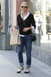 Naomi channeled casual cool while running errands in a pair of baggy boyfriend jeans.