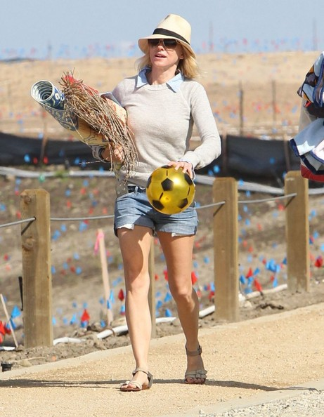 More Pics of Naomi Watts Denim Shorts (4 of 54) - Naomi Watts Lookbook - StyleBistro