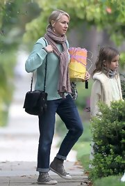 Naomi Watts rolled up her skinny jeans for a more spring-appropriate look while out with her family and friends.