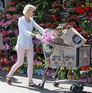 Naomi Watts grabbed some groceries while sporting this white long sleeve tee with mesh trim.