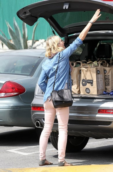 More Pics of Naomi Watts Denim Shirt (1 of 37) - Naomi Watts Lookbook - StyleBistro