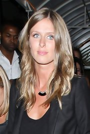 Nicky Hilton opted for a fresh-faced look and loose tousled waves while out with Ashlee Simpson.