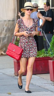 A quilted red bag by Chanel added a luxurious touch to Nicky Hilton's casual outfit.