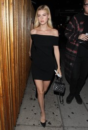 Nicola Peltz complemented her stylish dress with black d'Orsay pumps.