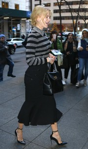Nicole Kidman's black mermaid-hem pencil skirt and striped collared top (both by Michael Kors) were a very chic pairing!