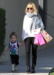 Nicole Richie looked effortlessly put together in a slouchy white top and black Twiggy skinny jeans.