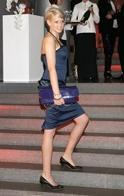 No cocktail dress is ever complete without a clutch. An over-sized patent leather clutch finished off Sarah's knockout look.