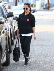 For her footwear, Olivia Munn chose high-top black leather sneakers.