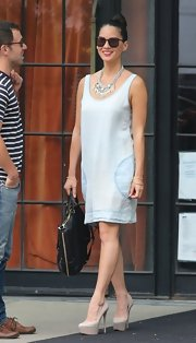 Olivia Munn stepped out in style when she wore this chambray sleeveless shift dress.