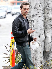 Olivier Martinez toughened his jeans with a classic brown leather jacket.