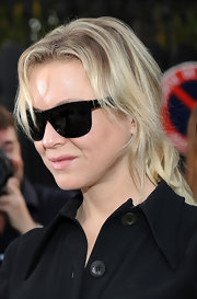Renee rocks these oversized wayfarers. She keeps her style classic and it always pays off with great style.