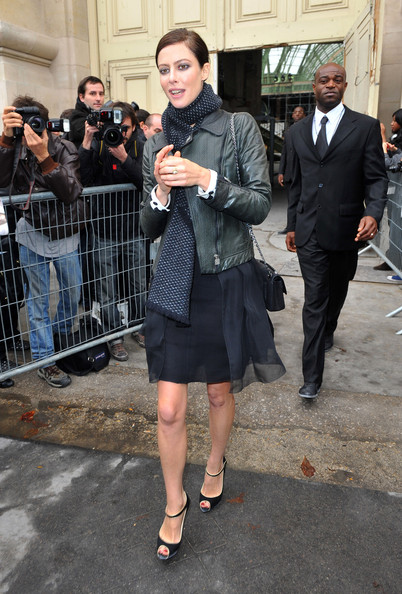 Anna kept warm at the Chanel show in September, wearing a luxe leather jacket and chunky knit scarf.