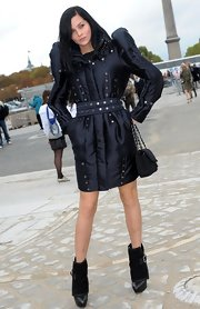 Leigh paired her studded trench coat with Armony ankle boots with Removable Cuff.