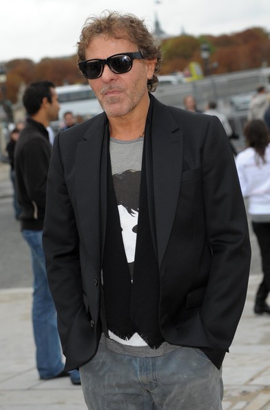 Renzo Rosso's tailored black blazer added a lot of style to his tee and jeans.