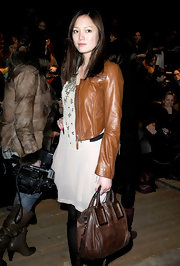 Pom Kelmentieff contrasted her cognac leather jacket with a distressed brown tote bag.