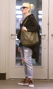 Gwen Stefani was spotted in Hollywood wearing ripped jeans and carrying an olive green hobo bag.