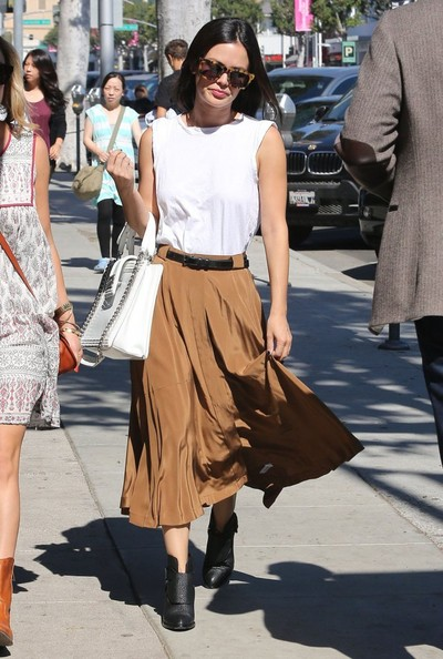 Rachel Bilson toughened up her outfit with a pair of black Alexander Wang ankle boots.