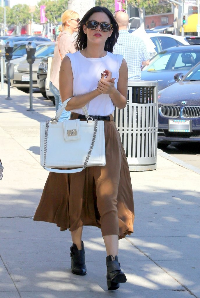 Rachel Bilson Out For Lunch At The Urth Caffe