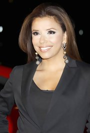 Eva Longoria looked sensational at the Rally for Kids in Los Angeles. She paired her dangling earrings with a black blazer.