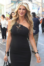 Alexis Bellino wore her long blond locks in flowing waves during an appearance on 'Extra.'