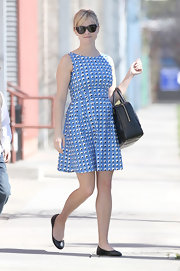 Reese paired her fun and flirty dress with classic ballet flats.