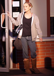 Actress Reese Witherspoon wore a pair of Vintage sweats in slate while on the set of her new movie 'This Means War'.