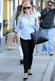 Reese Witherspoon chose dark skinny pants while grabbing lunch in California.