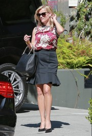 Reese Witherspoon attended a meeting looking feminine in a sleeveless floral blouse by Zara.