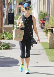 Reese Witherspoon matched a black tank top with capri leggings for her gym look.