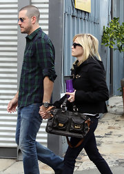Reese Witherspoon looked perfectly polished carrying a black tote with a brown leather strap.