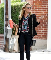 Reese Witherspoon teamed her outfit with a black chain-strap bag, also by Draper James.