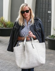 Reese Witherspoon stepped out in Beverly Hills carrying an oversized Gerard Darel tote.