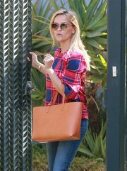 Reese Witherspoon accessorized with a camel-colored Mansur Gavriel leather tote while visiting a friend in Santa Monica.