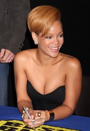 While signing copies of her new record, Rihanna showed off her tattoo which is the birthday of her best friend.