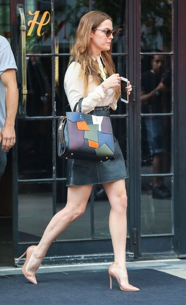 Riley Keough Leather Tote []