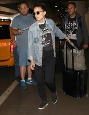 Rooney Mara finished off her travel ensemble with a gray ostrich-leather tote by Leni Penn.
