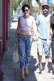Rose McGowan rocked the '90s grunge look when she donned rolled-up, ripped jeans.