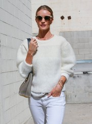 Rosie Huntington-Whiteley accessorized her casual outfit with layers of gold bracelets.