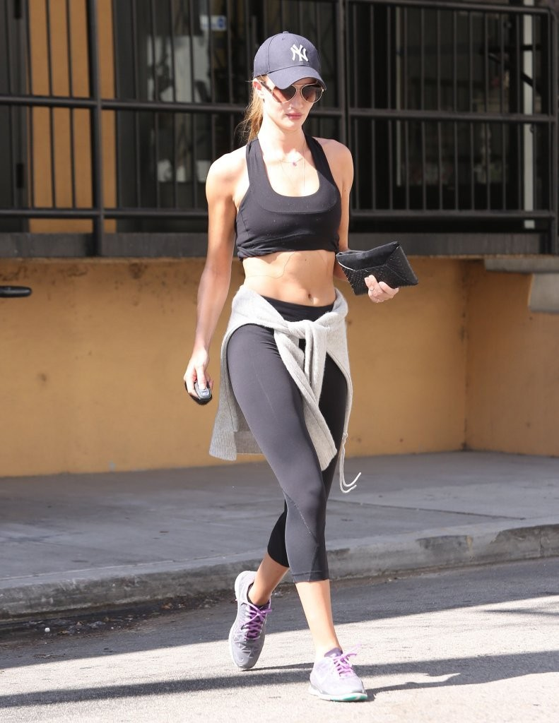 Rosie Huntington-Whiteley Finishes Her Workout