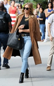 Rosie Huntington-Whiteley pulled her outfit together with a pair of black leather ankle boots by Vetements.
