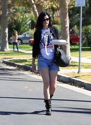 Rumer Willis went rocker-grunge in these denim cutoffs.