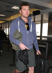 Avatar star Sam Worthington traveled in this casual and comfy blue hoodie.