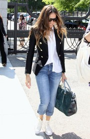 Sarah Jessica Parker accessorized her casual outfit with a stylish green suede tote.