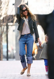 SJP kept her look casual in suede ballet flats.