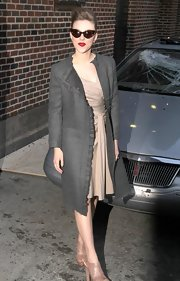 Scarlett Johansson finished off her flirty retro-inspired look with a collarless gray cut with ruffled trim.