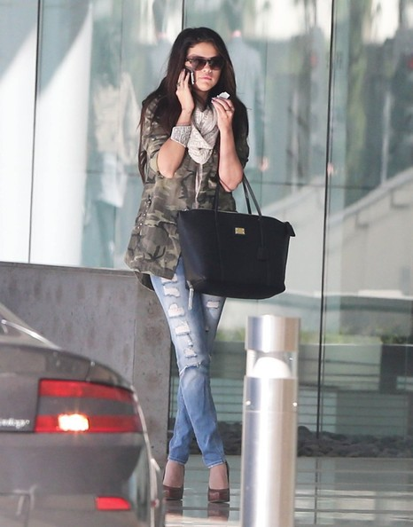 More Pics of Selena Gomez Skinny Jeans (5 of 30) - Selena Gomez Lookbook - StyleBistro